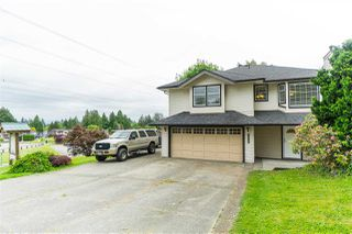 Main Photo: 4698 198C Street in Langley: Langley City House for sale : MLS®# R2463222