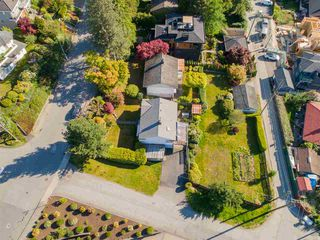 """Photo 3: 7287 BARNET Road in Burnaby: Westridge BN House for sale in """"Westridge"""" (Burnaby North)  : MLS®# R2402204"""