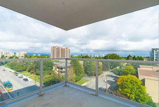"""Photo 11: 807 6733 BUSWELL Street in Richmond: Brighouse Condo for sale in """"NOVA"""" : MLS®# R2404990"""
