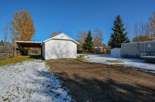 """Photo 2: 10928 POPLAR Avenue in Fort St. John: Fort St. John - Rural W 100th Manufactured Home for sale in """"CLAIRMONT SUBDIVISION"""" (Fort St. John (Zone 60))  : MLS®# R2412337"""