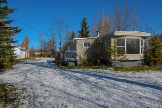 """Photo 1: 10928 POPLAR Avenue in Fort St. John: Fort St. John - Rural W 100th Manufactured Home for sale in """"CLAIRMONT SUBDIVISION"""" (Fort St. John (Zone 60))  : MLS®# R2412337"""