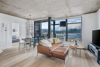 """Photo 2: 1701 128 W CORDOVA Street in Vancouver: Downtown VW Condo for sale in """"WOODWARDS - W43"""" (Vancouver West)  : MLS®# R2433823"""