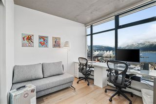 """Photo 11: 1701 128 W CORDOVA Street in Vancouver: Downtown VW Condo for sale in """"WOODWARDS - W43"""" (Vancouver West)  : MLS®# R2433823"""