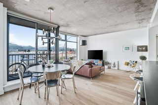 """Photo 3: 1701 128 W CORDOVA Street in Vancouver: Downtown VW Condo for sale in """"WOODWARDS - W43"""" (Vancouver West)  : MLS®# R2433823"""