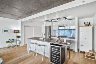 """Photo 4: 1701 128 W CORDOVA Street in Vancouver: Downtown VW Condo for sale in """"WOODWARDS - W43"""" (Vancouver West)  : MLS®# R2433823"""