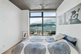 """Photo 10: 1701 128 W CORDOVA Street in Vancouver: Downtown VW Condo for sale in """"WOODWARDS - W43"""" (Vancouver West)  : MLS®# R2433823"""