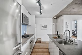 """Photo 8: 1701 128 W CORDOVA Street in Vancouver: Downtown VW Condo for sale in """"WOODWARDS - W43"""" (Vancouver West)  : MLS®# R2433823"""