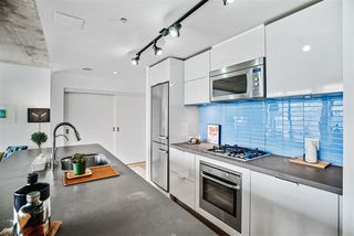 """Photo 7: 1701 128 W CORDOVA Street in Vancouver: Downtown VW Condo for sale in """"WOODWARDS - W43"""" (Vancouver West)  : MLS®# R2433823"""