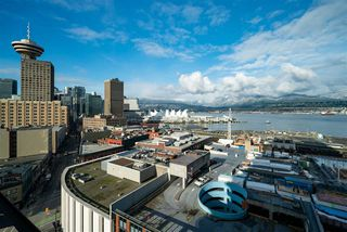 """Photo 16: 1701 128 W CORDOVA Street in Vancouver: Downtown VW Condo for sale in """"WOODWARDS - W43"""" (Vancouver West)  : MLS®# R2433823"""