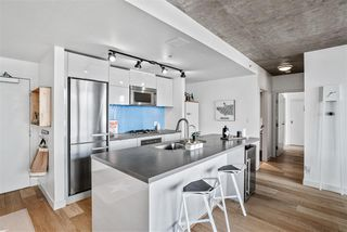 """Photo 6: 1701 128 W CORDOVA Street in Vancouver: Downtown VW Condo for sale in """"WOODWARDS - W43"""" (Vancouver West)  : MLS®# R2433823"""