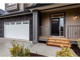 Photo 2: 4427 N AUGUSTON PARKWAY in Abbotsford: Abbotsford East House for sale : MLS®# R2432076