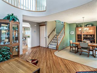 Photo 3: 386 MOUNTAIN PARK Drive SE in Calgary: McKenzie Lake Detached for sale : MLS®# C4265504