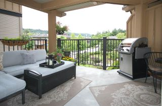 "Photo 1: 308 300 KLAHANIE Drive in Port Moody: Port Moody Centre Condo for sale in ""KLAHANIE - TIDES BLDG."" : MLS®# R2480822"
