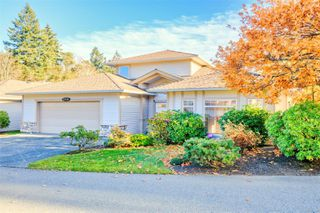 Photo 1: 5938 Blairway Pl in : Na Uplands Row/Townhouse for sale (Nanaimo)  : MLS®# 861240