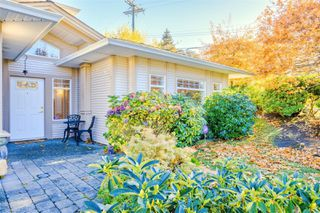 Photo 2: 5938 Blairway Pl in : Na Uplands Row/Townhouse for sale (Nanaimo)  : MLS®# 861240