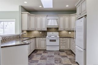 Photo 6: 5938 Blairway Pl in : Na Uplands Row/Townhouse for sale (Nanaimo)  : MLS®# 861240