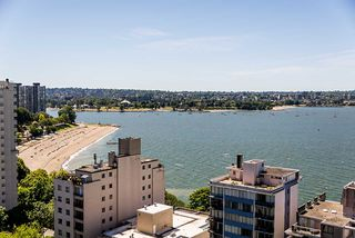 """Photo 15: 1906 2055 PENDRELL Street in Vancouver: West End VW Condo for sale in """"Panorama Place"""" (Vancouver West)  : MLS®# R2417095"""