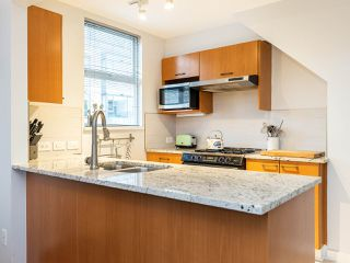 """Photo 11: 315 638 W 7TH Avenue in Vancouver: Fairview VW Condo for sale in """"Omega"""" (Vancouver West)  : MLS®# R2424354"""