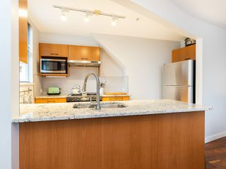 """Photo 10: 315 638 W 7TH Avenue in Vancouver: Fairview VW Condo for sale in """"Omega"""" (Vancouver West)  : MLS®# R2424354"""