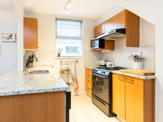 """Photo 12: 315 638 W 7TH Avenue in Vancouver: Fairview VW Condo for sale in """"Omega"""" (Vancouver West)  : MLS®# R2424354"""