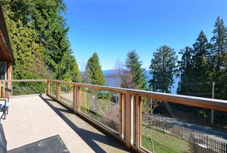 """Photo 16: 1187 MARINE Drive in Gibsons: Gibsons & Area House for sale in """"Hopkins Landing"""" (Sunshine Coast)  : MLS®# R2471035"""