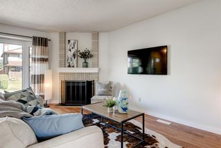 Photo 3: 21 WOODGLEN Crescent SW in Calgary: Woodbine Detached for sale : MLS®# A1026907