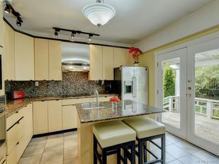 Photo 5: 487 Superior Street in VICTORIA: Vi James Bay Single Family Detached for sale (Victoria)  : MLS®# 420585