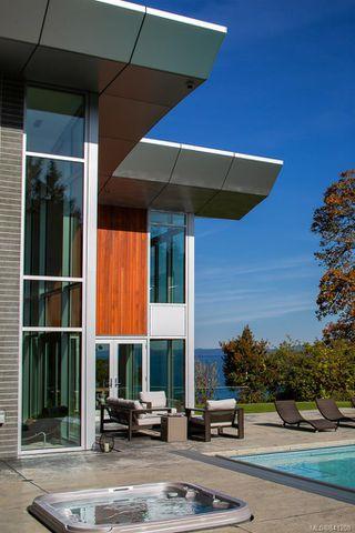 Photo 42: 8407 Lochside Dr in Central Saanich: CS Saanichton House for sale : MLS®# 841208