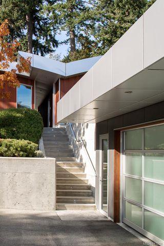 Photo 35: 8407 Lochside Dr in Central Saanich: CS Saanichton House for sale : MLS®# 841208