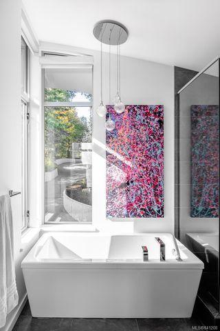Photo 29: 8407 Lochside Dr in Central Saanich: CS Saanichton House for sale : MLS®# 841208