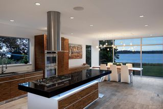 Photo 5: 8407 Lochside Dr in Central Saanich: CS Saanichton House for sale : MLS®# 841208