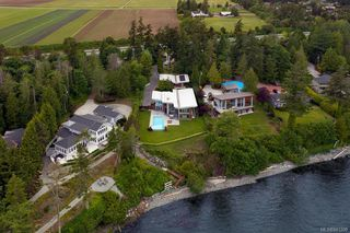 Photo 31: 8407 Lochside Dr in Central Saanich: CS Saanichton House for sale : MLS®# 841208