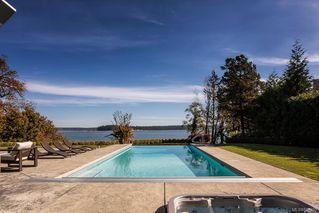 Photo 3: 8407 Lochside Dr in Central Saanich: CS Saanichton House for sale : MLS®# 841208
