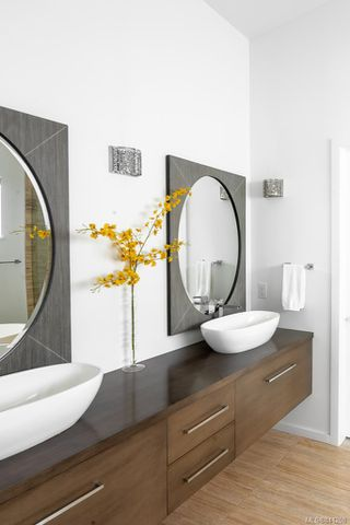 Photo 21: 8407 Lochside Dr in Central Saanich: CS Saanichton House for sale : MLS®# 841208