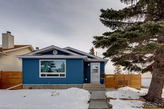Photo 1: 195 Ranchridge Drive NW in Calgary: Ranchlands Detached for sale : MLS®# A1059846