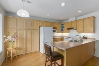 """Photo 6: 248 W 59TH Avenue in Vancouver: Marpole Townhouse for sale in """"THE SPRINGS AT LANGARA"""" (Vancouver West)  : MLS®# R2394254"""