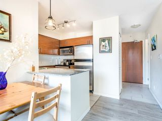 "Photo 7: 803 813 AGNES Street in New Westminster: Downtown NW Condo for sale in ""The News"" : MLS®# R2435309"