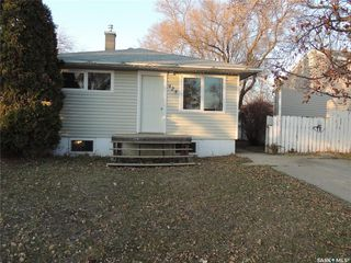 Photo 1: 925 Albert Street in Estevan: Hillside Residential for sale : MLS®# SK826348