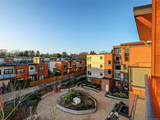 Photo 18: 405 4000 Shelbourne St in : SE Mt Doug Condo for sale (Saanich East)  : MLS®# 862654