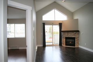 "Photo 8: 403 33478 ROBERTS Avenue in Abbotsford: Central Abbotsford Condo for sale in ""Aspen Creek"" : MLS®# R2447694"