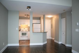 "Photo 4: 403 33478 ROBERTS Avenue in Abbotsford: Central Abbotsford Condo for sale in ""Aspen Creek"" : MLS®# R2447694"
