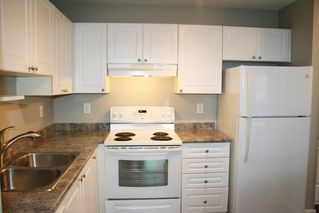 "Photo 11: 403 33478 ROBERTS Avenue in Abbotsford: Central Abbotsford Condo for sale in ""Aspen Creek"" : MLS®# R2447694"