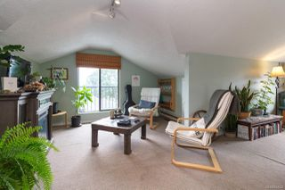 Photo 2: 547 E Burnside Rd in : Vi Burnside Triplex for sale (Victoria)  : MLS®# 854620