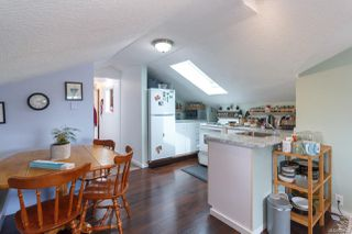 Photo 5: 547 E Burnside Rd in : Vi Burnside Triplex for sale (Victoria)  : MLS®# 854620