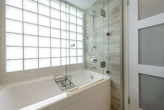 "Photo 15: 501 125 W 2ND Street in North Vancouver: Lower Lonsdale Condo for sale in ""SAILVIEW"" : MLS®# R2501312"