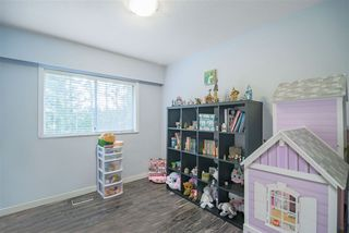 """Photo 11: 1210 FOSTER Avenue in Coquitlam: Central Coquitlam House for sale in """"Central Coquitlam"""" : MLS®# R2514705"""