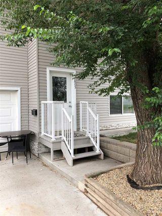 Photo 3: 15805 104 Avenue in Edmonton: Zone 21 House Half Duplex for sale : MLS®# E4175579