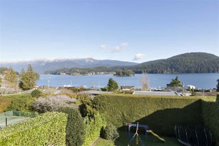 Main Photo: 654 ROSLYN Boulevard in North Vancouver: Dollarton House for sale : MLS®# R2437602