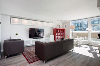 """Photo 9: 305 188 E ESPLANADE in North Vancouver: Lower Lonsdale Townhouse for sale in """"Esplanade at the Pier"""" : MLS®# R2457175"""