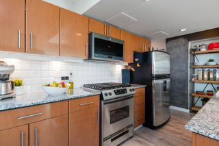 """Photo 3: 305 188 E ESPLANADE in North Vancouver: Lower Lonsdale Townhouse for sale in """"Esplanade at the Pier"""" : MLS®# R2457175"""